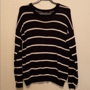 5 FOR $25‼️ Black and white sweater